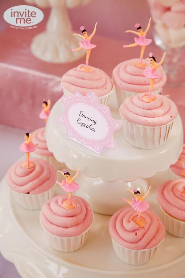 Cupcakes rosas mesa dulce
