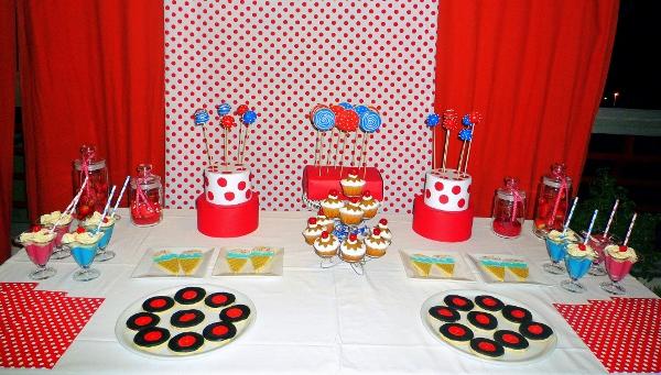 Sorpresa llegaron los 25 en los a os 50 fiesta dulce - Decoracion en los anos 50 ...